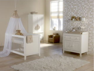 Basic baby crib without adjoining drawers.index