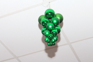 Christma decor   hanging grapes in green.index
