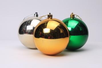 Plain christmas balls.index